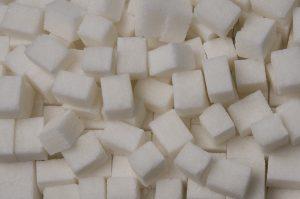 Perché lo zucchero fa male al organismo.Vi siete mai chiesto perché tutti vi dicono che lo zucchero fa male. E come e stato detto, dovete evitare di assumerne in grande quantità. Anche se e un ottima fonte di energia, importante per il fabbisogno del nostro organismo. Al fine di fornire le calorie necessarie per svolgere la maggior parte delle attività giornaliere. D'altra parte perché tutti dicono che fa male, in quando, fa venire il diabete , oltre a far ingrassare, e tante altre patologie.